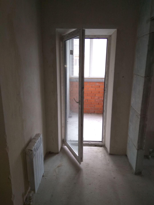 Дизайн интерьера. Калуга. Фото До, вид с коридора на балкон